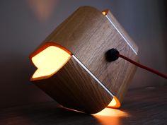 Loupiotte Design a été créé par le couple de designers corses, Agatha Clément et César Viti. Le duo nous a déjà partagé sa précédente conception, la lampe