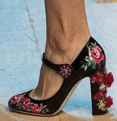 The fashion trend forecast is also known as the fashion forecast, it is the study that focuses on current fashion and predicts future and future trends. Sock Shoes, Shoe Boots, Shoes Heels, Pumps, High Heels, Boots 2016, Fashion Forecasting, Girls Heels, Chunky Boots