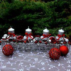 Stříbrná adventní štola s vínovými růžičkami Advent, Table Decorations, Christmas Ornaments, Holiday Decor, Spring, Home Decor, Decoration Home, Room Decor, Christmas Jewelry