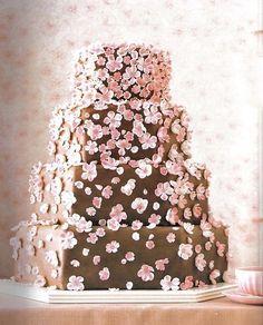 Te enseñamos cómo hacer fondant para decorar tus tortas http://cocinayvino.net/receta/postres/5355-fondant-para-tus-tortas.html