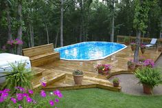 above ground pool deck with nice landscaping and shoe removal area, very nice design- ja den würde ich auch nehmen ;-)