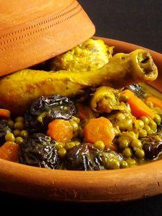 Tajine au poulet, carottes et pruneaux Middle Eastern Recipes, International Recipes, Main Meals, Cheesesteak, Pot Roast, Beef, Chicken, Ethnic Recipes, Food