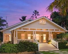 Californian Bungalow home with large veranda and stairs. Bungalow Exterior, Craftsman Exterior, Bungalow Homes, Craftsman Bungalows, Weatherboard Exterior, Bungalow Porch, Casas California, California Bungalow, Home Icon