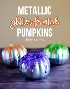 This is the perfect budget Halloween decor project. Love these cute glitter frosted mini pumpkins! DIY Metallic Glitter frosted pumpkins