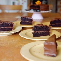 The One Bowl Chocolate Cake Easy Sweets, Easy Desserts, Delicious Desserts, Dessert Recipes, Cake Recipes, Best Chocolate Cake, Chocolate Desserts, Chocolate Chocolate, Ham And Potato Recipes