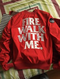 Twin Peaks 1990, David Lynch Twin Peaks, Materialistic, Fashion Beauty, Womens Fashion, Red Aesthetic, What I Wore, Nice Tops, Owls