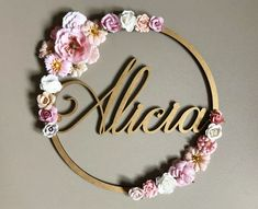 Poetic flower crown to personalize with first name – wooden decoration child bedroom, birthday or christening, floral crown gold brushed, white, pink and beige – crown girl – Alicia Wooden Decor, Little Girl Rooms, Floral Crown, Gold Paint, Colorful Flowers, Flower Colors, Diy Flowers, Flower Making, First Names
