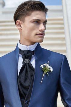 Wedding Groom, Wedding Suits, Haute Couture Outfits, Blazer Outfits Men, Gentlemen Wear, Gq Men, Woman Silhouette, Groom Dress, Stylish Men