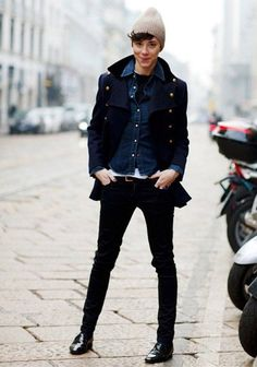 Loving this look from the Sartorialist yesterday. Such a tomboy! The shoes, the jacket, the HAT! Queer Fashion, Tomboy Fashion, Look Fashion, Fashion Outfits, Boyish Fashion, Girl Fashion, Street Fashion, Butch Fashion, Fashion Weeks