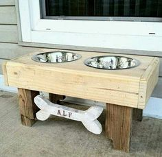 Reclaimed rustic pallet furniture dog bowl stand pet feeding station with 2 stainless steel bowls NATURAL Dog Food Stands, Dog Bowl Stand, Dog Furniture, Pallet Furniture, Furniture Design, Modular Furniture, Furniture Movers, Steel Furniture, French Furniture