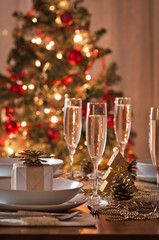 Christmas Tablescape with sparkling cider. Christmas Table Settings, Christmas Tablescapes, Christmas Table Decorations, Decoration Table, Holiday Tablescape, Table Centerpieces, Tree Decorations, Merry Little Christmas, Noel Christmas