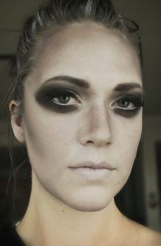 Glamorous ghost makeup for Halloween #ghost #halloween #makeup #makeupxsarah