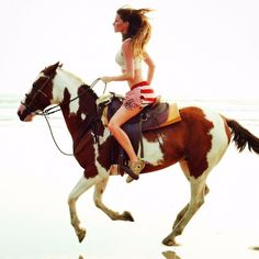 Gisele Bundchen on Horse by Patrick Demarchelier for US Vogue April 2010 Wallpaper 3840x2160, Cavalo Wallpaper, Horse Wallpaper, Gisele Bündchen, Patrick Demarchelier, Most Beautiful Animals, Beautiful Horses, Throwback Thursday, Polo Horse