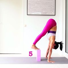 """""""Mi piace"""": 1,225, commenti: 45 - My name is Wah (@wahderful) su Instagram: """"Yoga Tutorial  How to land your feet gently? . These look easy but they are not easy once you…"""""""