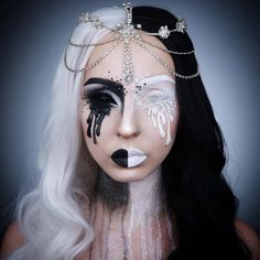 Looking for a wonderful makeup idea for your Halloween party? We've got you covered with this recommended makeup inspiration. Creepy Makeup, Sfx Makeup, Costume Makeup, Makeup Art, Makeup Ideas, Video Halloween, Cool Halloween Makeup, Pretty Halloween, Halloween Make Up Scary