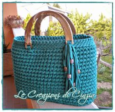 T-shirt yarn. Crochet Handbags, Crochet Purses, Halloween Treats To Make, Beaded Spiders, Dollar Store Halloween, Crochet Pumpkin, Diy Tote Bag, T Shirt Yarn, Market Bag