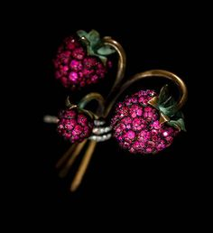 JAR, Raspberry Brooch, 2011, Rubies, diamonds, bronze, silver, gold, and platinum