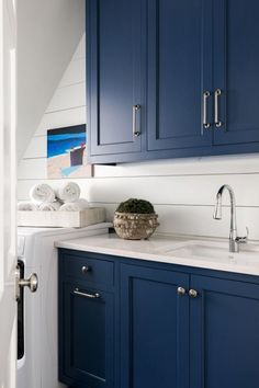 Kitchen Cabinet Paint Trends You'll Love Cabinet paint color is Naval Sherwin Williams via Sherry Hart Design Refacing Kitchen Cabinets, Blue Cabinets, White Kitchen Cabinets, Painting Kitchen Cabinets, Kitchen Paint, New Kitchen, Kitchen Decor, Shaker Kitchen, Kitchen Ideas