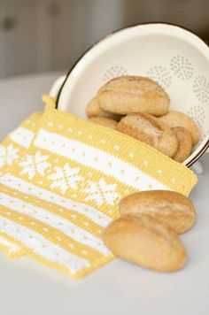 Crochet Potholders, Knit Crochet, Knitting Projects, Knitting Patterns, Knitting Humor, Knitting Ideas, Wine Cork Projects, Norwegian Knitting, Fair Isle Knitting