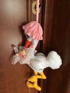 Bow stork birth by giuseppina ceraso crocettando https://crocettando.wordpress.com/2017/02/20/la-cicogna-con-il-suo-bebe/