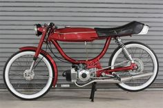 Moped Photo Gallery - Puch Magnum. I was not aware that a moped could look so clean and stylish. Nice.