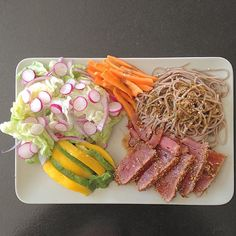 Bon appétit!  #lunch #déjeuner #tuna #tataki #raw #sesame #soba #noodles #soy #carrot #avocado #mango #lettuce #radish #redonion #seeds #japanese #food #healthy #healthyeating #cleaneating #veggie #fruit #foodporn #nofilter #madewithlove by serendipana