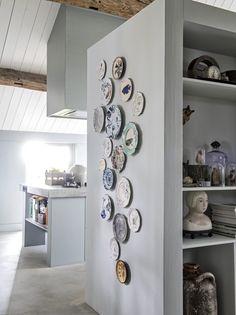 Kitchen Furniture, Furniture Decor, Kitchen Decor, Furniture Design, Shabby Chic Kitchen, Love Home, Home Fashion, Plates On Wall, Home And Living