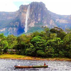 Venezuela, Estado Bolívar, Salto Churum Merú...Parque Nacional Canaima.