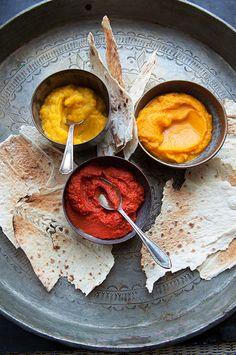 Este dip de zanahoria tunecino llamado omi houriya es perfecto para acompañar pan plano crujiente.