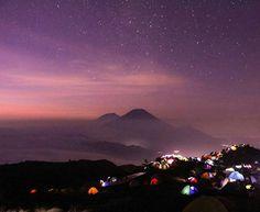 Mount Prau at night Photo by @odamhz #parapejalan