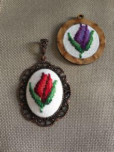 Butterfly Cross Stitch, Mini Cross Stitch, Cross Stitch Needles, Cross Stitch Embroidery, Cross Stitch Patterns, Palestinian Embroidery, Bracelet Crafts, Fabric Jewelry, Handmade Flowers