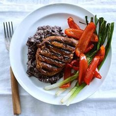 Ancho Chicken Breast with Black Beans, Bell Peppers & Scallions - EatingWell.com