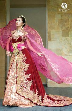 Kebaya Indonesian Kebaya, Indonesian Wedding, Kain Kebaya, Moroccan Bride, Modern Kebaya, Kebaya Indonesia, Fairytale Gown, Asian Bride, Pakistani Bridal