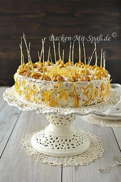 Rezept Walnuss- Karamell- Torte. Ich hätte hier eine super leckere Torte mit Karamell und vielen Walnüssen. Die Torte schmeckt wunderbar nussig und sieht sehr gut aus. Hier sind überall Nüsse drin. Nur für die Nussliebhaber zu empfehlen. Der Karamell gibt der Torte ein ganz besonderes Aroma. Super lecker, macht süchtig.