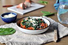 Kremet byggrynsrisotto med tomat og spinat Acai Bowl, Risotto, Tapas, Snacks, Breakfast, Food, Inspiration, Spinach, Acai Berry Bowl