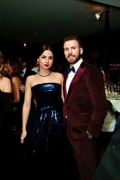 Chris Evans and Ana De Armas attends the Annual Golden Globe Awards at The Beverly Hilton Hotel on January 05 2020 in Beverly Hills California. Margot Robbie, Chris Evans Captain America, Hollywood Actor, Chris Hemsworth, American Actors, Scarlett Johansson, Twitter, Actors & Actresses, Strapless Dress Formal