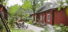 Apteekkimuseo ja Qwenselin talo - salmiakkia ja rintasokeria Cabin, House Styles, Home Decor, Decoration Home, Room Decor, Cabins, Cottage, Home Interior Design, Wooden Houses