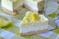 Osviežujúci citrónový cheesecake s bielou čokoládou Chesee Cake, Torte Cake, Italian Desserts, Italian Recipes, Plum Cake, Mini Cheesecakes, Some Recipe, Cakes And More, Fish Recipes