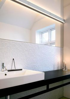 This Minimalist LED Wall Light is a great lighting solution that creates a flood of light down onto Focus Areas along its Linear Shade. Perfect for the Bathroom, Kitchen or highlighting a feature. Bathroom Lights Over Mirror, Bathroom Lighting, Minimal Bathroom, Flat Interior, Linear Lighting, Led Wall Lights, Wet Rooms, Lighting Solutions, Shop Lighting