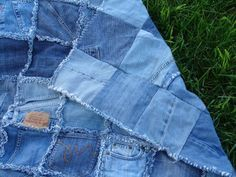rag denim quilt - I like the way she kept pockets, seams, tags, etc. on the squares ... but I'm sure that makes it harder to sew! (inspiration only)  ***********************************************   Little Inspirations - #denim #rag #quilt t√