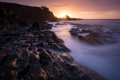 """""""Et la lumière fut"""" erwanleroux_photographies  Photo prise sur une jolie plage finistérienne ... l'occasion de ressortir les armes pour la pose longue ; ça faisait un bail ;)"""