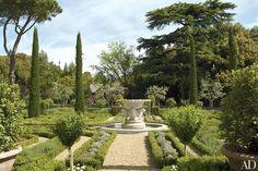 Sting and Trudie's Tuscan villa.An antique marble fountain rises out of the boxwood parterre. Tuscan Garden, Italian Garden, Provence Garden, Rustic Gardens, Outdoor Gardens, Trudie Styler, Landscape Design, Garden Design, Mediterranean Home Decor