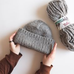 Mini Milk, Easy Knitting Patterns, Crochet Accessories, Handicraft, Diy Clothes, Knitted Hats, Knit Crochet, Diy And Crafts, Winter Hats