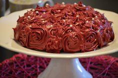 Bolo de chocolate com cobertura de cheesecream de canela