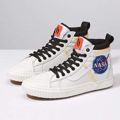 Vans x Space Voyager 46 MTE DX sneakers in white, in partnership with NASA Vans Sneakers, Leather Sneakers, High Top Sneakers, Mens Vans Shoes, High Heels, Converse, Sneakers Women, Vans Outfit, Moon Boots