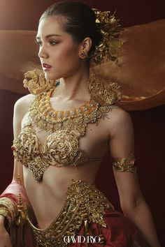 Thai Traditional Dress, Traditional Fashion, Traditional Outfits, Indian Bridal Fashion, Asian Fashion, Most Beautiful Indian Actress, Beautiful Asian Girls, Photography Women, Beauty Photography