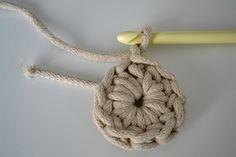 Háčkovaný puf s fotopostupem Rest, Diy And Crafts, Crochet Necklace, Projects, Inspiration, Jewelry, Home Decor, Fashion, Ideas