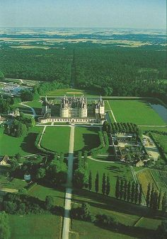 The Fuller View.my memory is of the huge forest of trees we walked through for our first glimpse of my favorite Loire Valley Chateau~~~~Sherrill Beautiful Castles, Beautiful Buildings, Beautiful Places, Chambord Castle, French Castles, Palaces, Castle House, Belle Villa, Photos Voyages