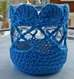 Gratis Häkelanleitung Kleines Windlicht Dear friends of handicrafts, we want to crochet a small lantern together. This is how it should look: Materials: approx. 30 g Cantania Grande from Schachenmayr Crochet Home, Free Crochet, Jar Crafts, Diy And Crafts, Glass Jars, Candle Jars, Crochet Stitches, Crochet Patterns, Blanket Crochet