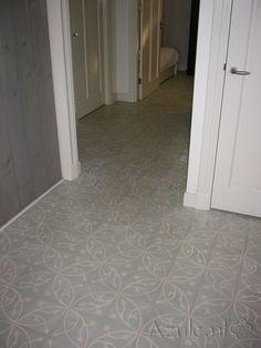 Cement tiles Hall - Oval Azule - Project van Designtegels.nl